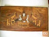 """Intarzija z različnimi barvami lesa in kosti """"BOG"""" 40x20cm"""